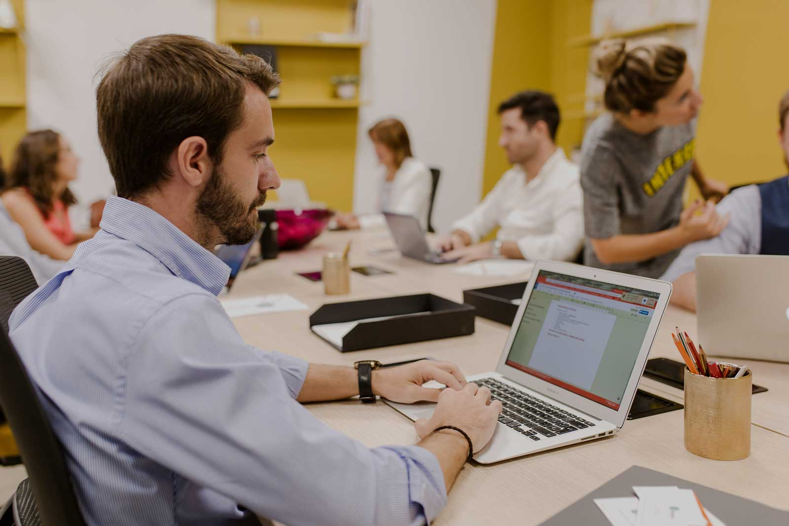 Coworking-¿Quieres compartir oficina en Sevilla - isspaces